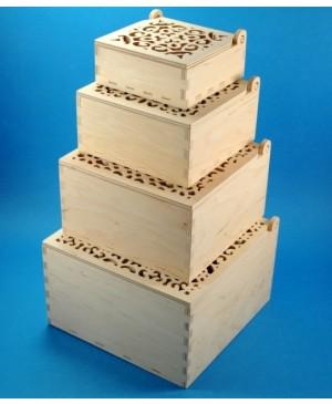Medinė dėžutė ažūriniu dangteliu 16x16x9.5 cm