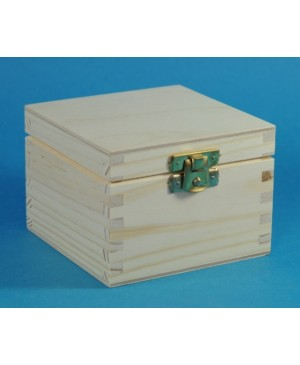 Dėžutė kvadratinė su užsegimu 10x10x7.4 cm