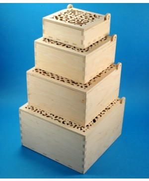Medinė dėžutė ažūriniu dangteliu 13.5x13.5x7.4 cm